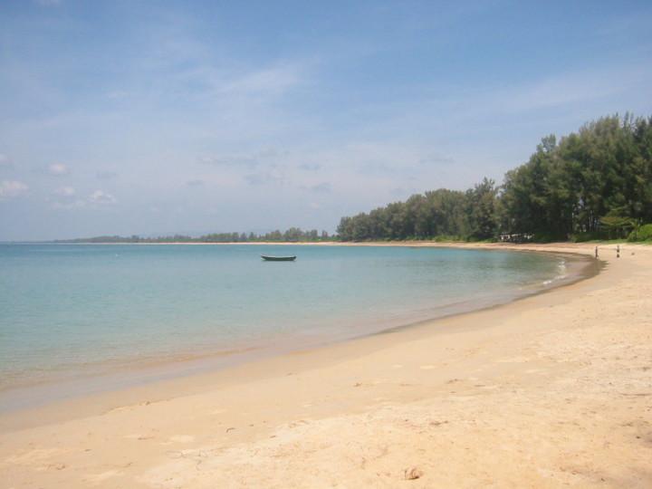 beach mai khao