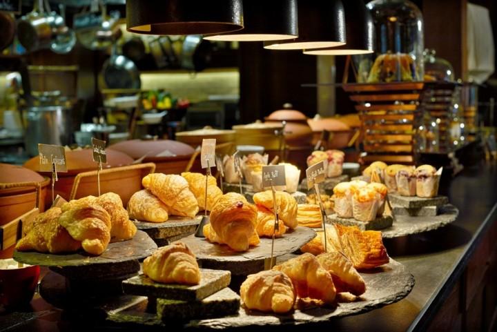 anantara breakfast phuket